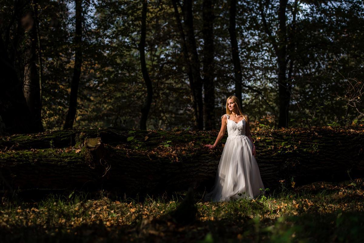 Panna Młoda w parku