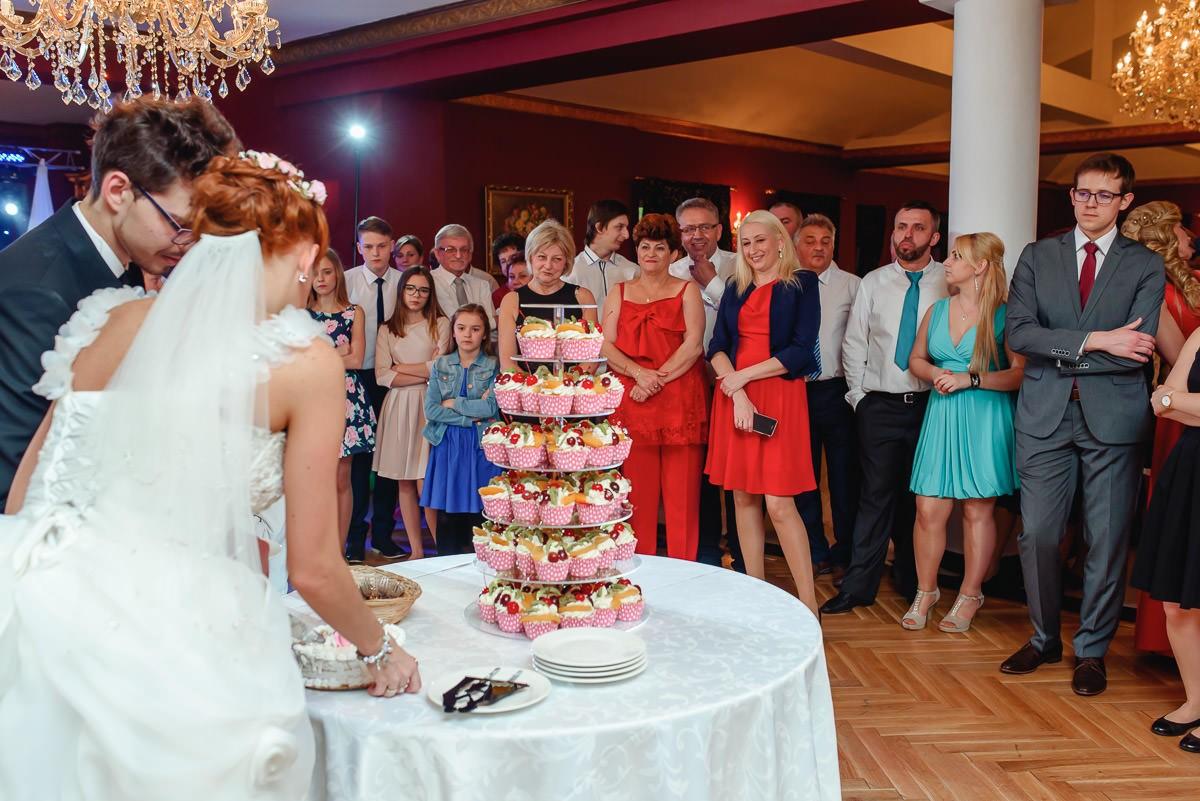 tort weselny z mufinek