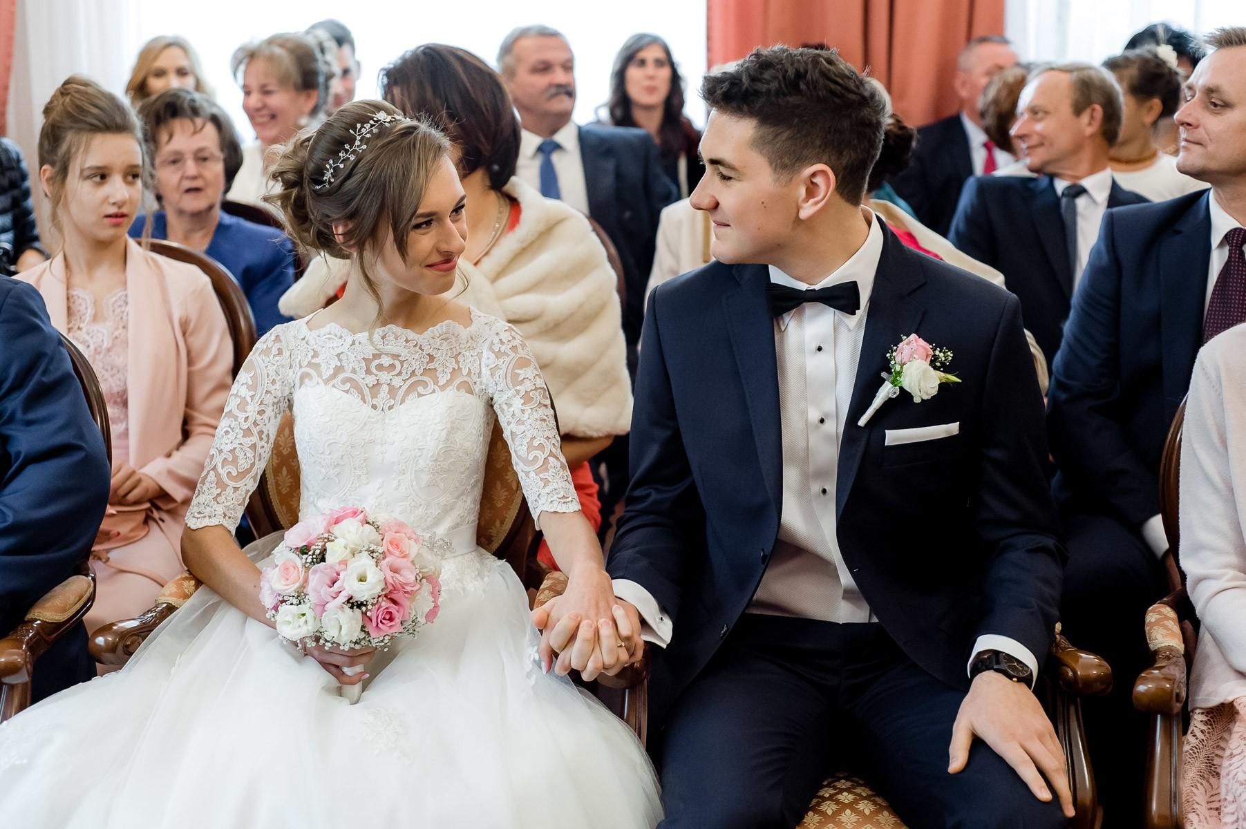 fotograf na ślub w USC w Porębie