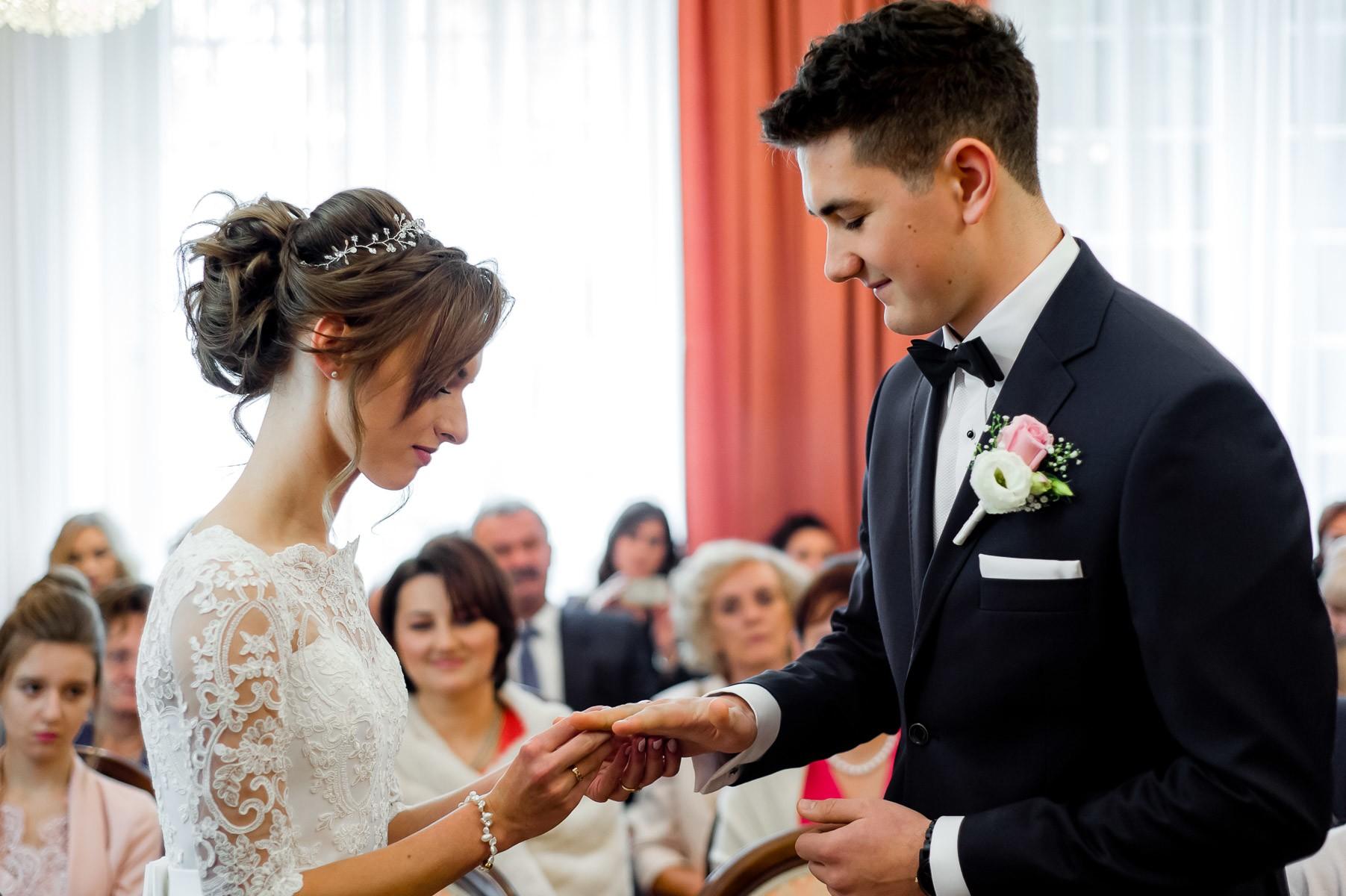 fotografia ślubna USC w Porębie