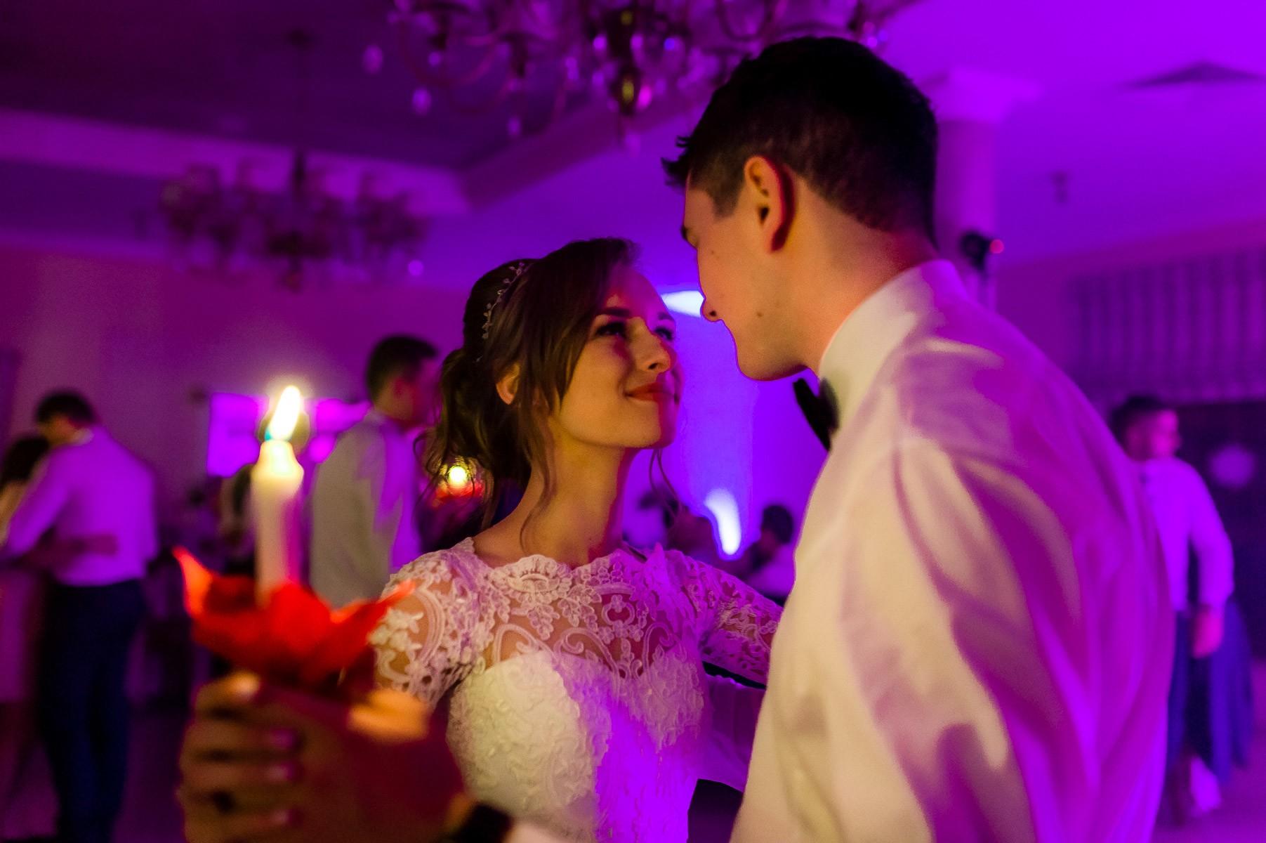 taniec ze świeczkami na weselu
