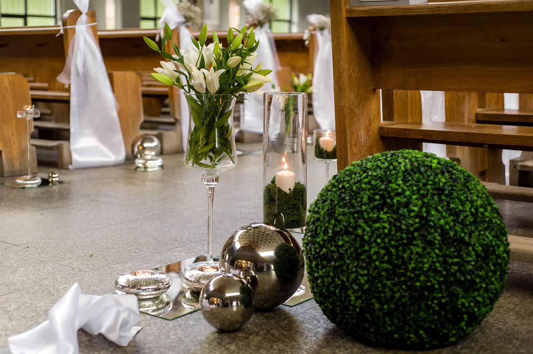 dekoracje ślubne w kościele