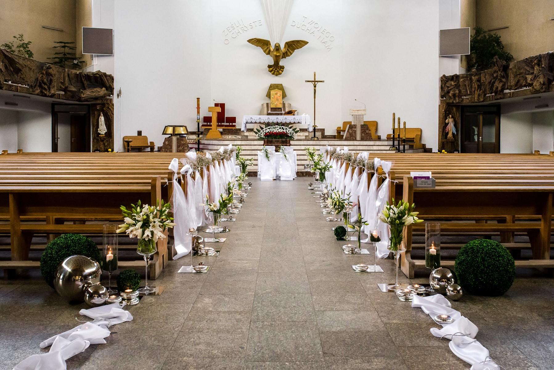 dekorowanie kościoła do ślubu