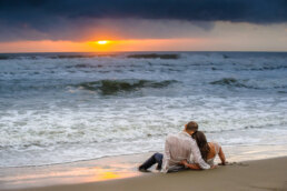 sesje ślubne zachód słońca nad morzem