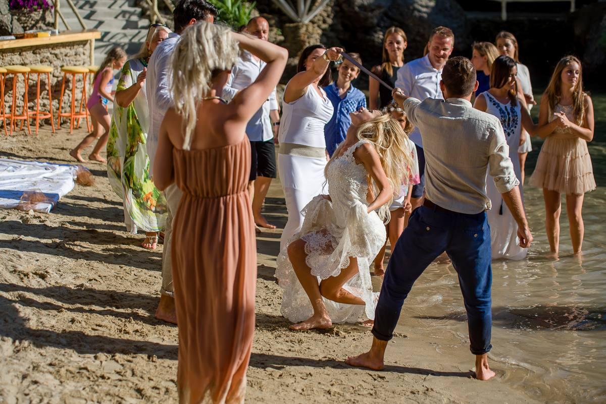 ślub w wodzie na plaży fotograf ślubny Warszawa Wrocław Kraków