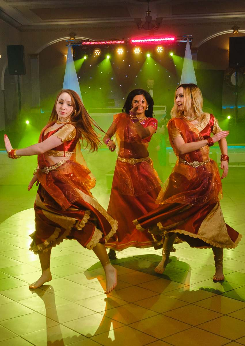 pokaz tańca indyjskiego na weselu