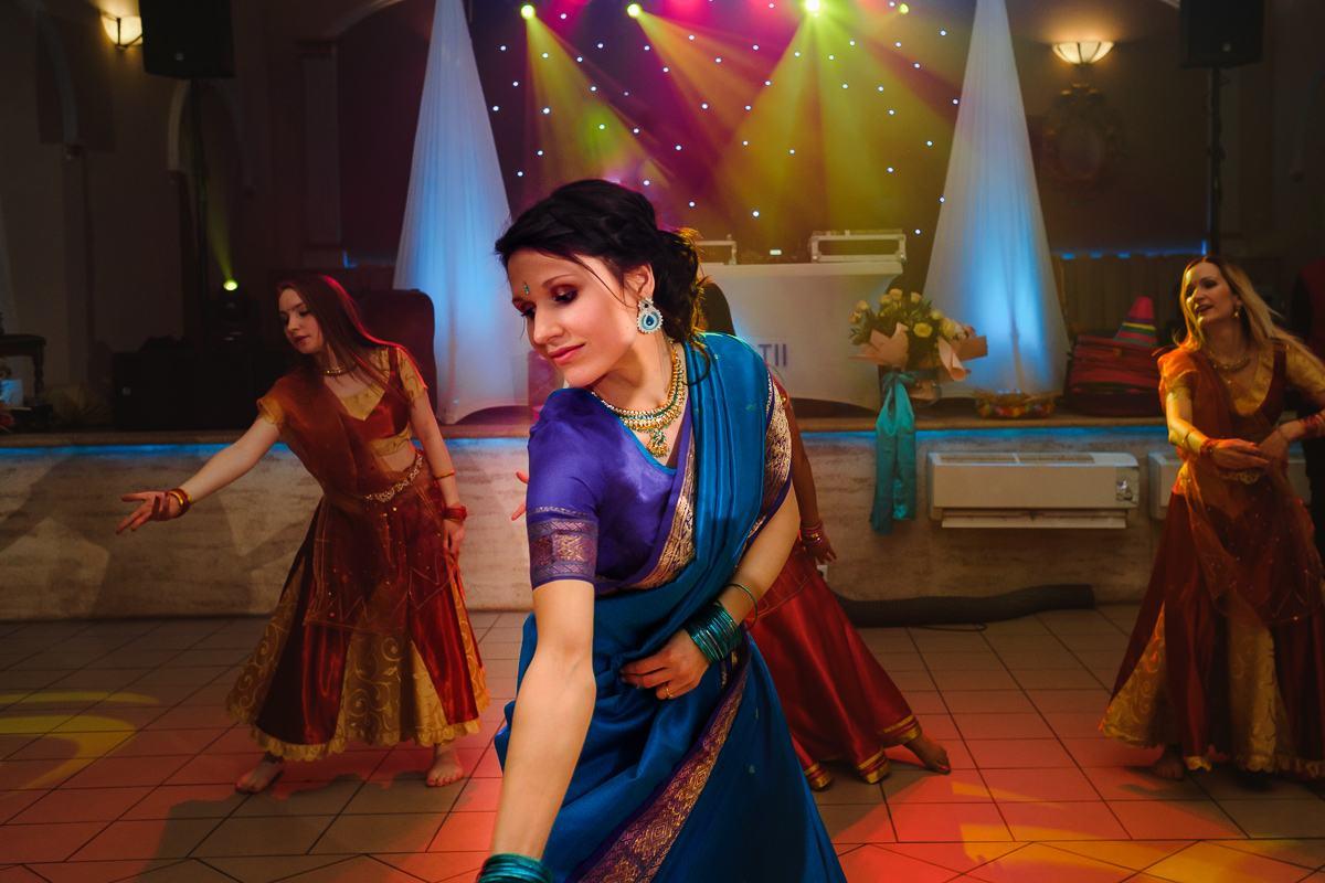 Panna Młoda strój Sari