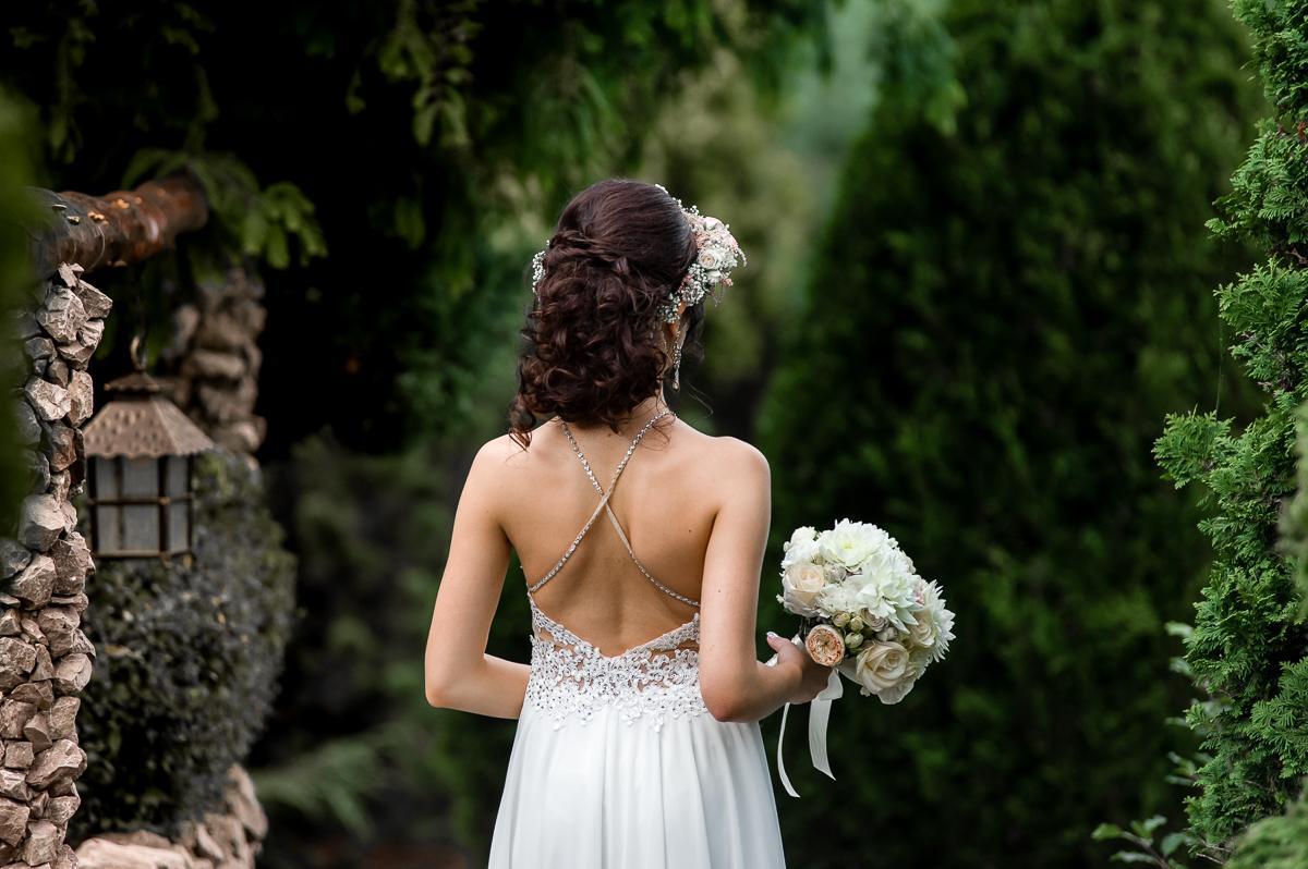 suknia ślubna odkryte plecy