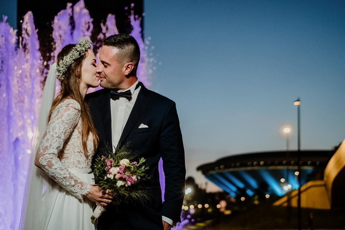 sesja ślubna wieczorem